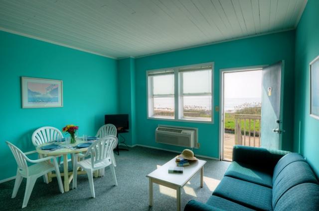 Jolly Roger Inn Pier Oceanfront Motel Hotel Fishing Grill Topsail Beach Island Nc
